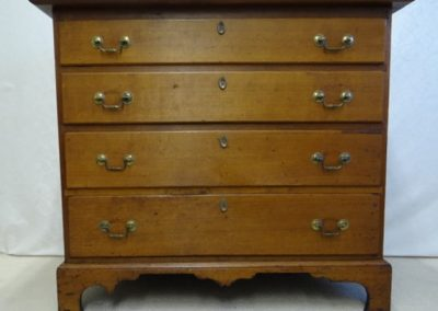 Lot-155a American maple c 1780